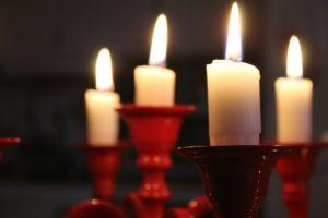 Kabellose Kerzen für den Chruistbaum